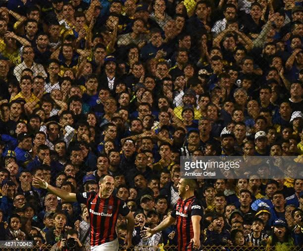 Mauro Matos of San Lorenzo celebrates with Julio Alberto Buffarini after scoring the opening goal during a match between Boca Juniors and San Lorenzo...