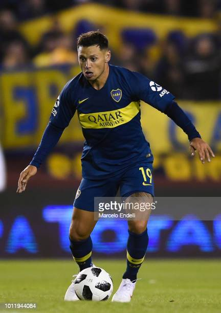 Mauro Zarate of Boca Juniors drives the ball during a match between Boca Juniors and Alvarado as part of Round of 64 of Copa Argentina 2018 on August...