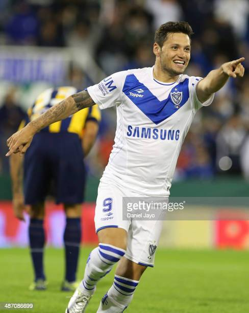 Mauro Zarate of Velez Sarsfield celebrates after scoring the opening goal during a match between Velez Sarsfield and Rosario Central as part of 16th...