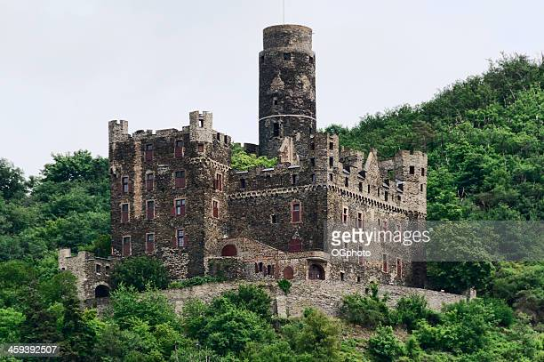 maus castle in wellmich, germany - ogphoto stock pictures, royalty-free photos & images