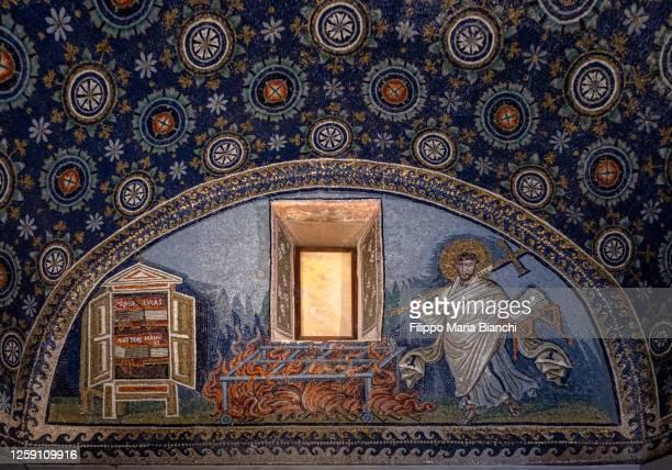 mausoleum of galla placidia, interior - ラヴェンナ ストックフォトと画像