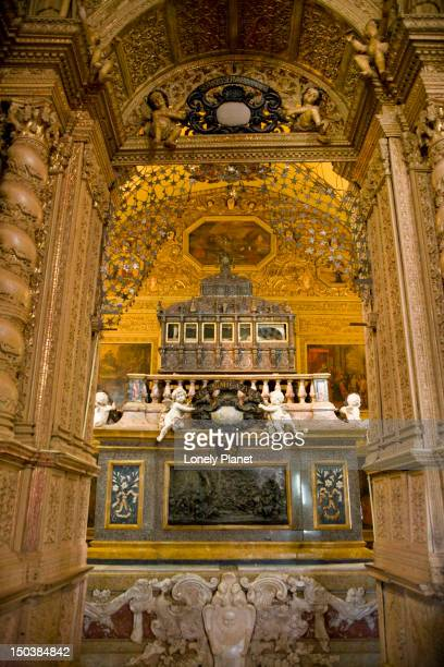 mausoleum of st francis xavier in basillica of bom jesus. - jesus empty tomb stock pictures, royalty-free photos & images