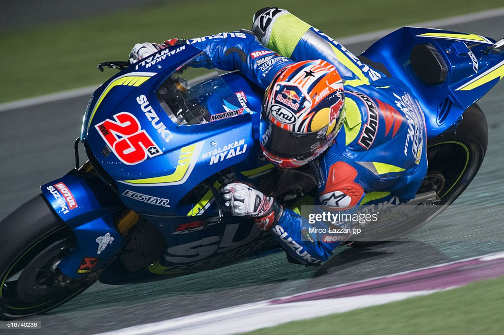 Maverick Vinales of Spain and Team Suzuki ECSTAR rounds the bend during the MotoGP race during the MotoGp of Qatar - Race at Losail Circuit on March 20, 2016 in Doha, Qatar.