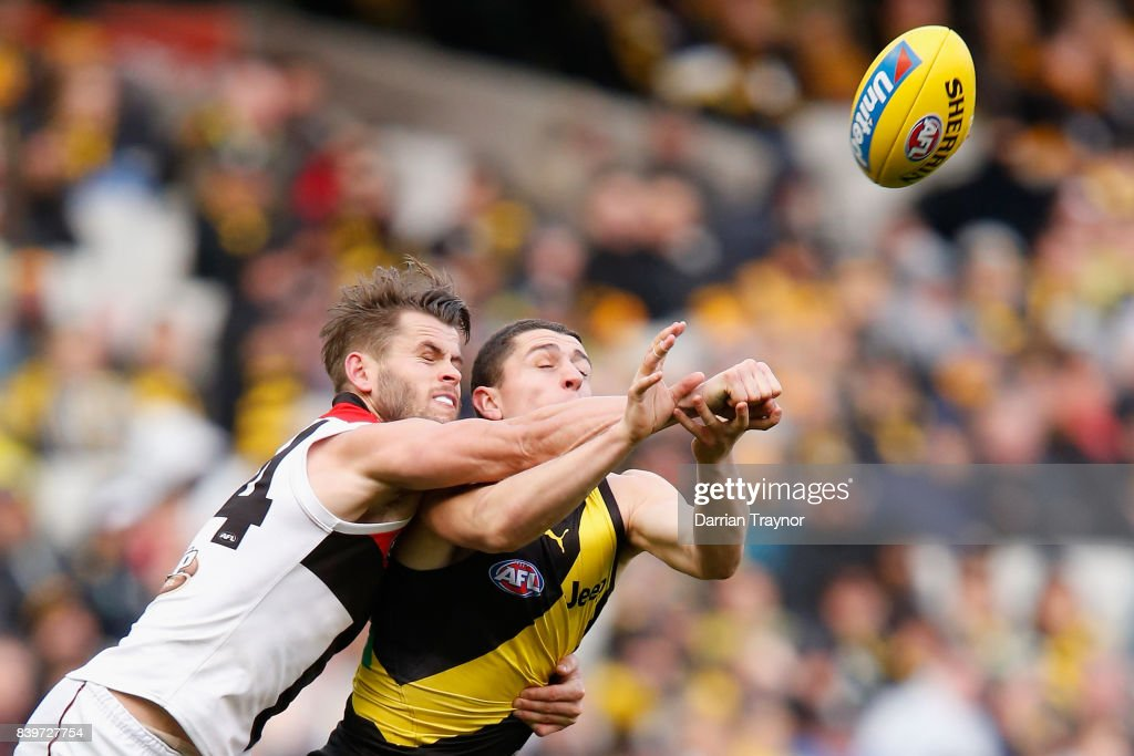 Maverick Weller of the Saints spoils Oleg Markov of the Tigers during the round 23 AFL match between the Richmond Tigers and the St Kilda Saints at Melbourne Cricket Ground on August 27, 2017 in Melbourne, Australia.