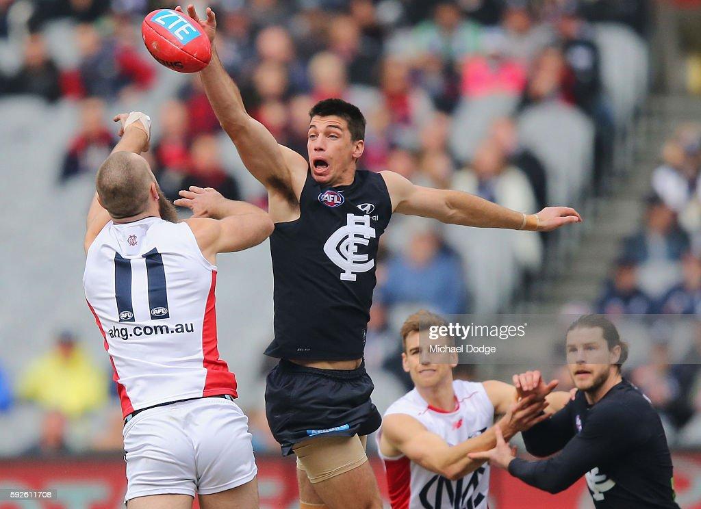 AFL Rd 22 - Carlton v Melbourne : News Photo