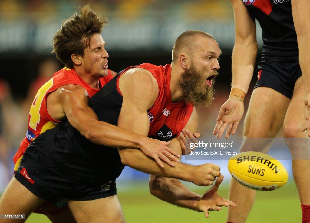 AFL Rd 8 - Gold Coast v Melbourne : News Photo