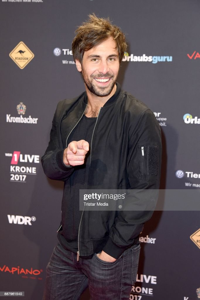 Max Giesinger attends the 1Live Krone radio award at Jahrhunderthalle on December 7, 2017 in Bochum, Germany.