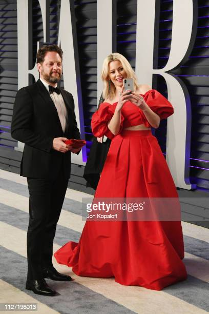 Max Handelman and Elizabeth Banks attend the 2019 Vanity Fair Oscar Party hosted by Radhika Jones at Wallis Annenberg Center for the Performing Arts...