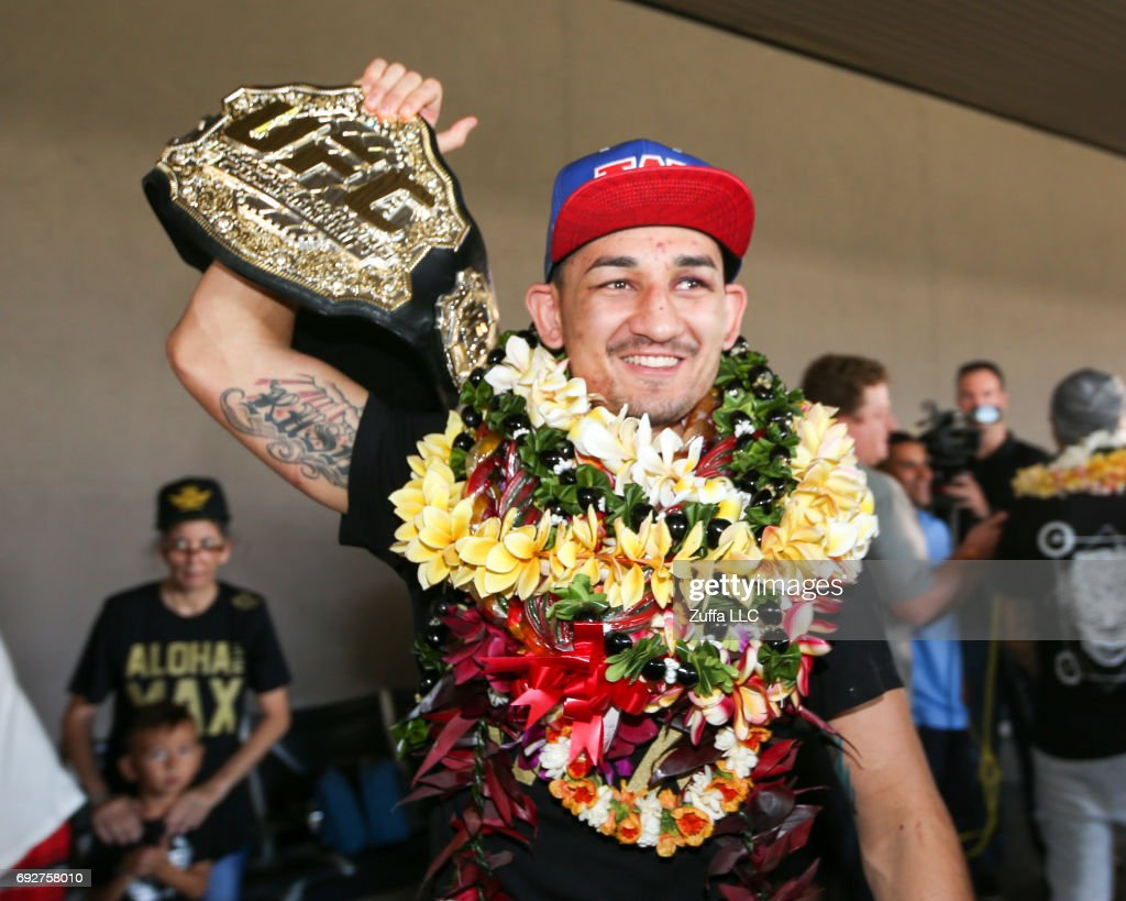 Max Holloway Arrives Home After Becoming the Undisputed UFC Featherweight Champion : News Photo