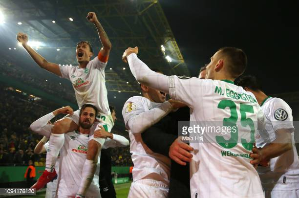 Max Kruse of Werder Bremen celebrates with his teammates after scoring the winning penalty in the penalty shoot out during the DFB Cup match between...