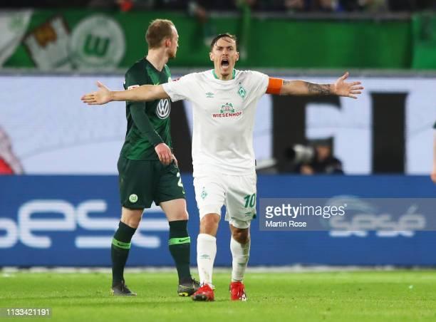 Max Kruse of Werder Bremen scores his team's first goal during the Bundesliga match between VfL Wolfsburg and SV Werder Bremen at Volkswagen Arena on...