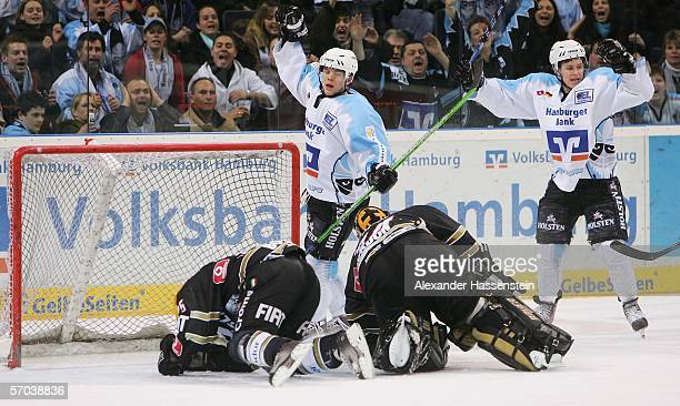 Max Lingemann of Hamburg, celebrates scoring the 3rd goal during the DEL Bundesliga match betweeen Hamburg Freezers and Frankfurt Lions at the Color...