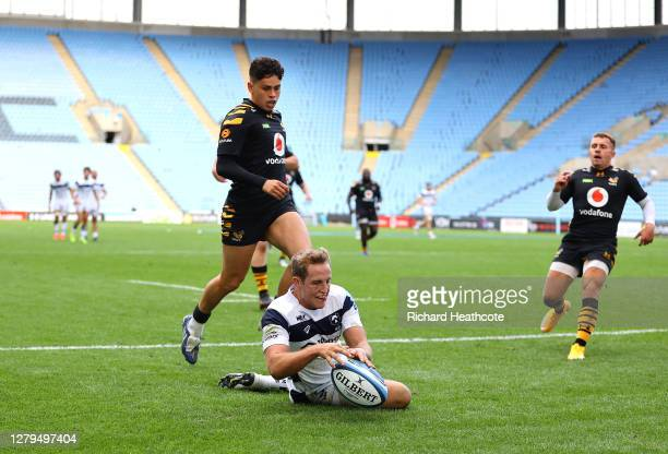 Max Malins of Bristol Bears scores a try during the Gallagher Premiership Rugby first semi-final match between Wasps and Bristol Bears at Ricoh Arena...