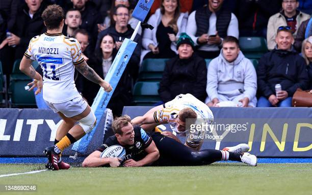 Max Malins of Saracens scores his second try during the Gallagher Premiership Rugby match between Saracens and Wasps at StoneX Stadium on October 24,...