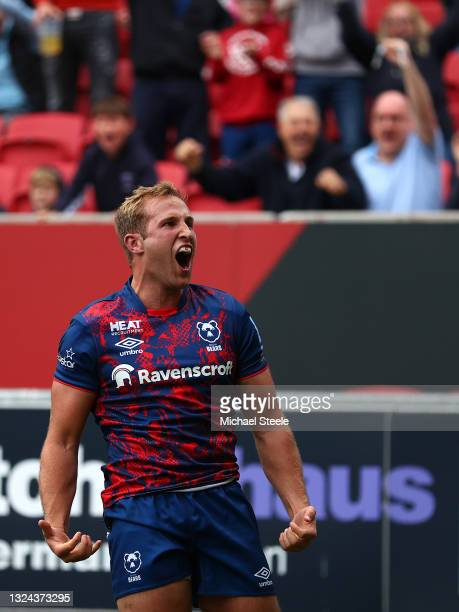Max Malins of the Bristol Bears celebrates scoring the second try during the Gallagher Premiership Rugby semi final match between Bristol Bears and...