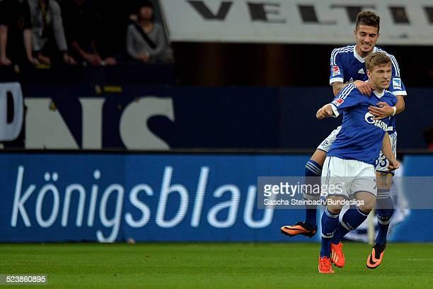 Max Meyer bejubelt sein Tor zum 2:1 Anschlusstreffer mit Roman Neustaedter waehrend dem Bundesligaspiel zwischen FC Schalke 04 und Borussia Dortmund...