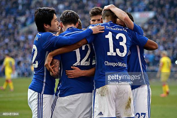 Max Meyer of Schalke celebrates with team mates after scoring his team's second goal during the Bundesliga match between FC Schalke 04 and 1899...