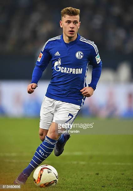 Max Meyer of Schalke in action during the Bundesliga match between FC Schalke 04 and Hamburger SV at VeltinsArena on March 2 2016 in Gelsenkirchen...