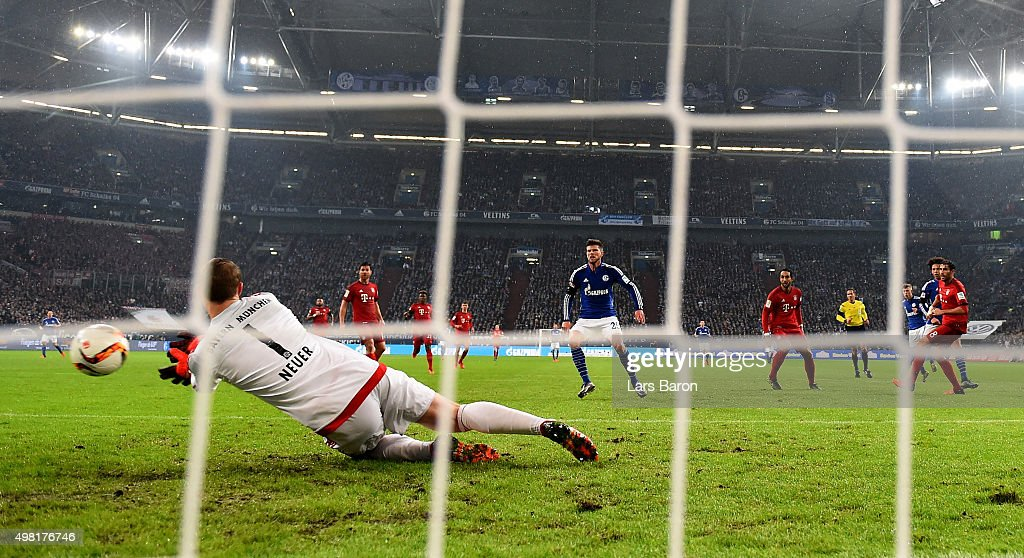Max Meyer of Schalke scores his teams first goal against Manuel Neuer of Muenchen during the Bundesliga match between FC Schalke 04 and FC Bayern Muenchen at Veltins-Arena on November 21, 2015 in Gelsenkirchen, Germany.