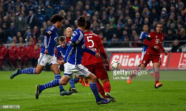 Max Meyer of Schalke scores his teams first goal during the Bundesliga match between FC Schalke 04 and FC Bayern Muenchen at VeltinsArena on November...