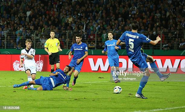 Max Meyer of Schalke scores his team's third goal against during the DFB Cup second round match between Darmstadt 98 and Schalke 04 at Stadion am...