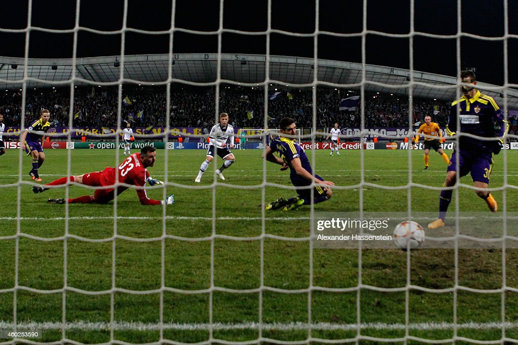 Max Meyer (C) of Schalke scores the opening goal during the UEFA Group G Champions League match between NK Maribor and FC Schalke 04 at Ljudski vrt Stadium on December 10, 2014 in Maribor, Slovenia.