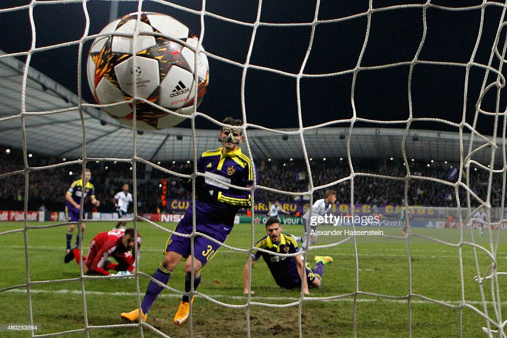 Max Meyer (C-R) of Schalke scores the opening goal during the UEFA Group G Champions League match between NK Maribor and FC Schalke 04 at Ljudski vrt Stadium on December 10, 2014 in Maribor, Slovenia.
