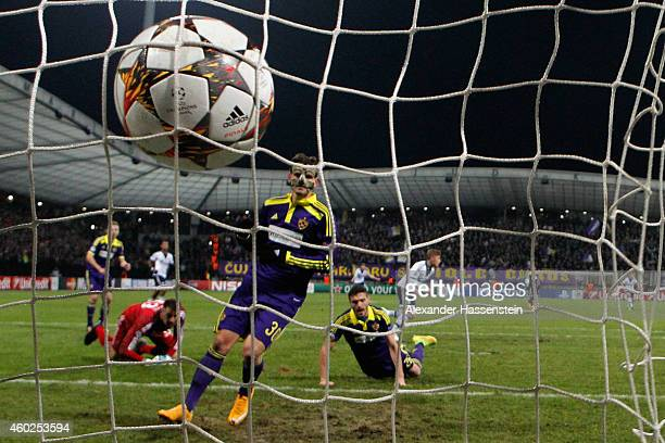 Max Meyer of Schalke scores the opening goal during the UEFA Group G Champions League match between NK Maribor and FC Schalke 04 at Ljudski vrt...