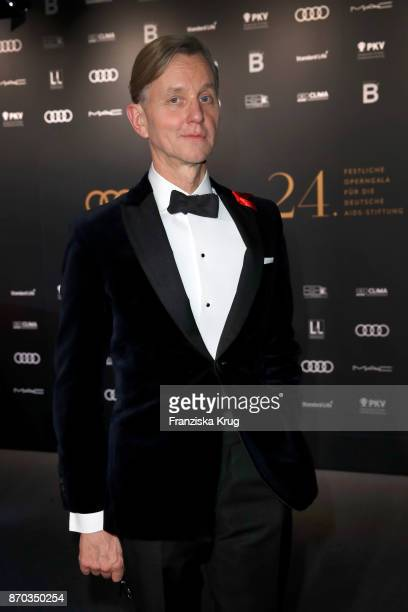 Max Raabe during the aftershow party during the 24th Opera Gala at Deutsche Oper Berlin on November 4 2017 in Berlin Germany