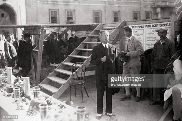 Max Reinhardt is rehearsing the play Jedermann by Hugo von Hofmannsthal Photograph Austria Salzburg Around 1935 [Max Reinhardt auf einer Probe zu...