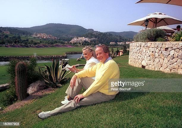 "Max Schautzer, Ehefrau Gundel Schautzer, Mallorca-Urlaub, Camp de Mar/Mallorca /Spanien, ""Dorint""-Hotel, , Showmaster, Moderator, Frau, Familie,..."