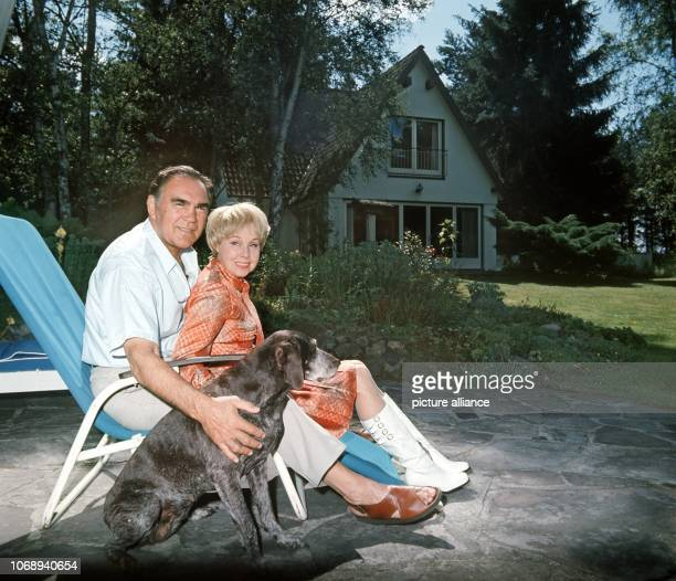 Max Schmeling and his wife the actress Anny Ondra in front of their house in LowerSaxon Hollenstedt near Hamburg pictured on 22nd September 1980 The...