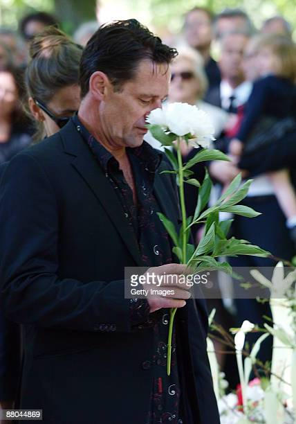 Max Tidof attends the funeral of German actress Barbara Rudnik at Nordfriedhof cemetery on May 29 2009 in Munich Germany