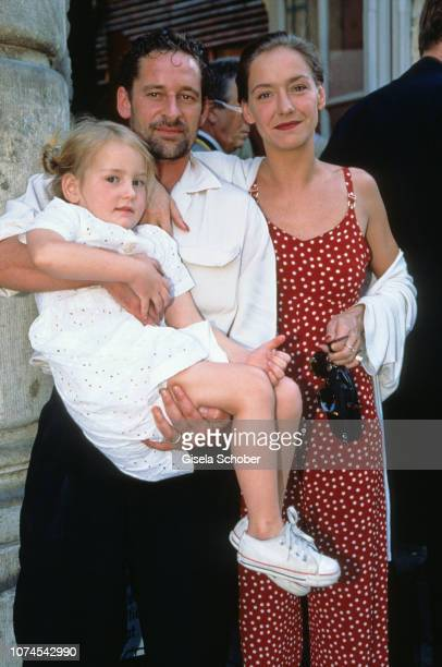 Max Tidof his wife Lisa Seitz and his daughter Lucie during the Bavaria reception during the Filmfest Munich in June 1998 in Munich Germany