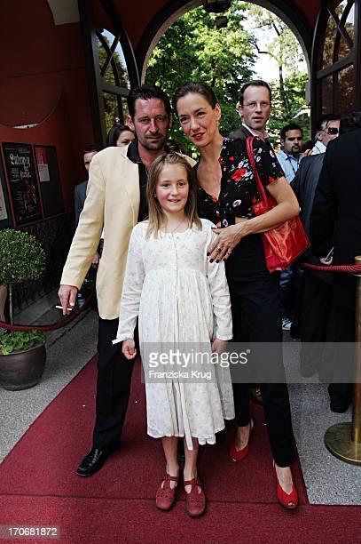 Max Tidof Mit Ehefrau Lisa Seitz Und Tochter Luzie Beim Empfang Der Bavaria Film Zum Filmfest Im Künstlerhaus In München