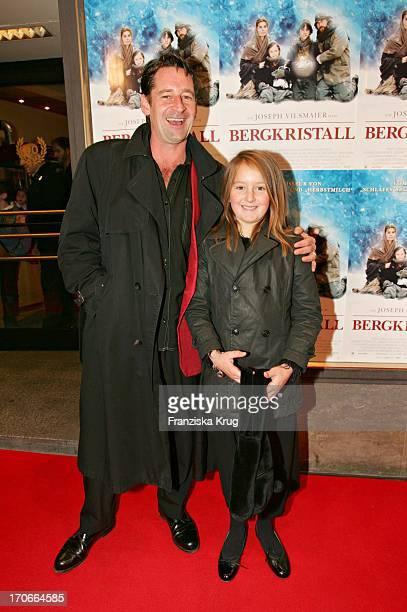 Max Tidof Mit Tochter Luzie Bei Der Premiere Zum Kinofilm Bergkristall Im Filmtheater Sendlinger Tor In München Am 141104