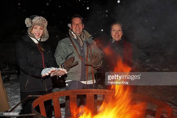 Max Tidof Und Mit Ehefrau Lisa Seitz Und Tochter Luzie Beim 2 Tirol Cross Mountain Promi Huskyrennen In Kühtai