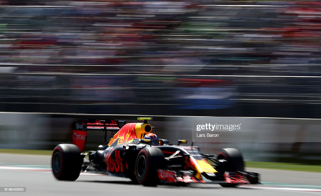 Max Verstappen of the Netherlands driving the (33) Red Bull Racing Red Bull-TAG Heuer RB12 TAG Heuer on track during qualifying for the Formula One Grand Prix of Mexico at Autodromo Hermanos Rodriguez on October 29, 2016 in Mexico City, Mexico.