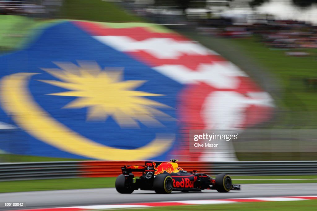 Max Verstappen of the Netherlands driving the (33) Red Bull Racing Red Bull-TAG Heuer RB13 TAG Heuer on track during the Malaysia Formula One Grand Prix at Sepang Circuit on October 1, 2017 in Kuala Lumpur, Malaysia.