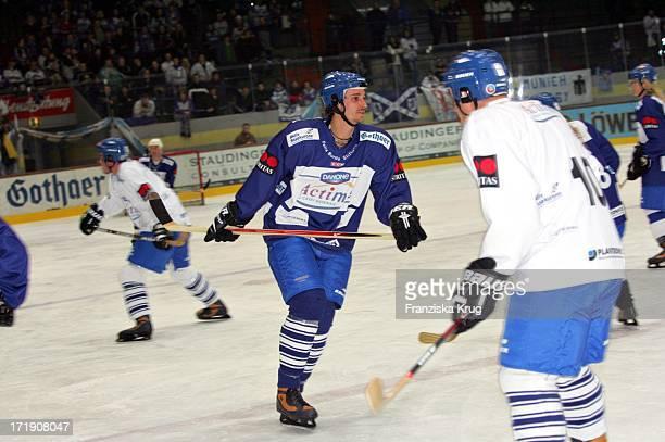 Max Von Thun Beim BenefizEishockeyspiel Ehc München Im Olympia Eisstadion Einer Veranstaltung Der Felix Burda Stiftung