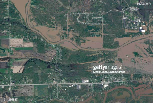 Maxar overview satellite imagery west of Midland, Michigan of the Tittabawassee River flooding. Please use: Satellite image 2020 Maxar Technologies.