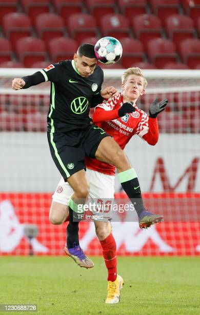 Maxence Lacroix of VfL Wolfsburg and Jonathan Burkardt of 1. FSV Mainz 05 during the Bundesliga match between 1. FSV Mainz 05 and VfL Wolfsburg at...