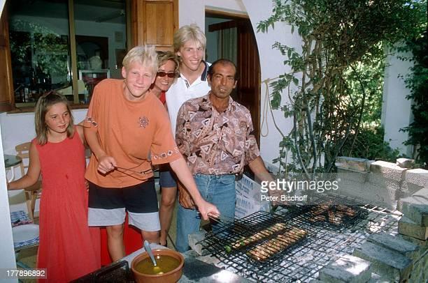 Maxi Arland Silke Wernicke Bruder Hansi Arland Schwester Victoria RestaurantKoch RestaurantBesuch Insel Rhodos OstÄgäis Griechenland Europa grillen...