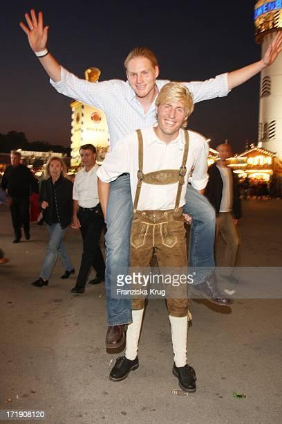 Maxi Arland Und Sein Bruder Hansi Beim Wiesn Treff Der Mainstream Media Ag In Kufflers Weinzelt Auf Dem Oktoberfest In München