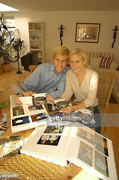 Maxi Arland, Verlobte Andrea Klappert, Homestory, Landsberg am Lech, Deutschland, Bayern, Wohnzimmer, Foto, Fotos, Fotoalbum, Promi Sänger,...