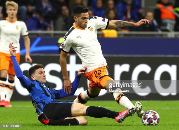 Maxi Gomez of Valencia CF competes for the ball with Mattia Caldara of Atalanta during the UEFA Champions League round of 16 first leg match between...