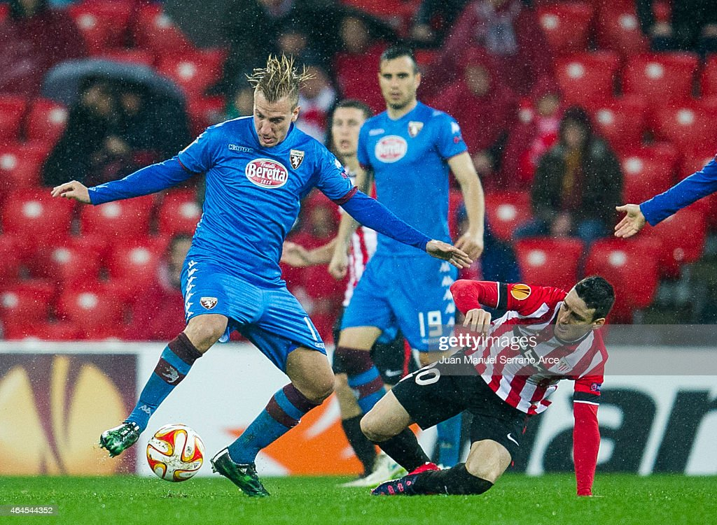 Maxi Lopez of Torino FC duels for the ball with Aritz Aduriz of Athletic Club during the UEFA Europa League Round of 32 match between Athletic Club and Torino FC on at San Mames Stadium on February 26, 2015 in Bilbao, Spain.