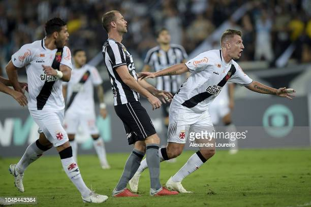 Maxi López of Vasco da Gama celebrates after scoring the first goal of his team during the match between Botafogo and Vasco da Gama as part of...