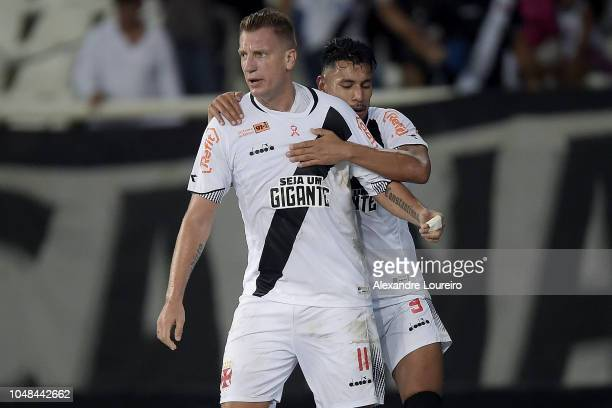 Maxi López of Vasco da Gama celebrates with teammate Andrés Rios after scoring the first goal of his team during the match between Botafogo and Vasco...