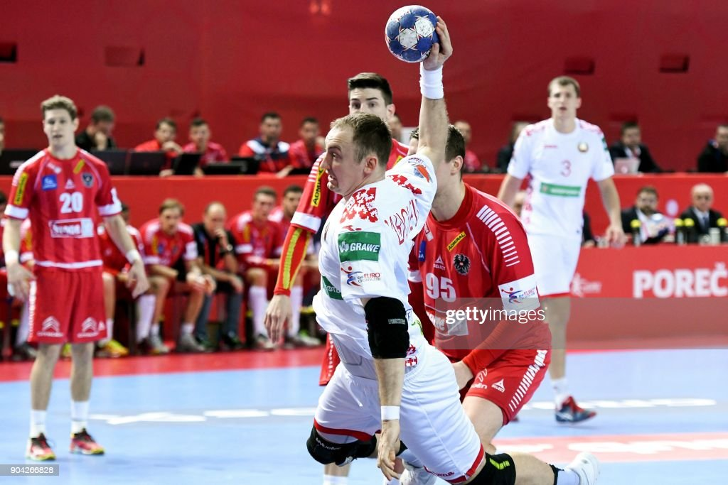 Maxim Babichev (L) of Belarus shoots to score during the preliminary round group B match of the Men's 2018 EHF European Handball Championship between Belarus and Austria in Porec on January 12, 2018. /